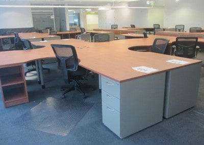 Open collaborative style benching workstations
