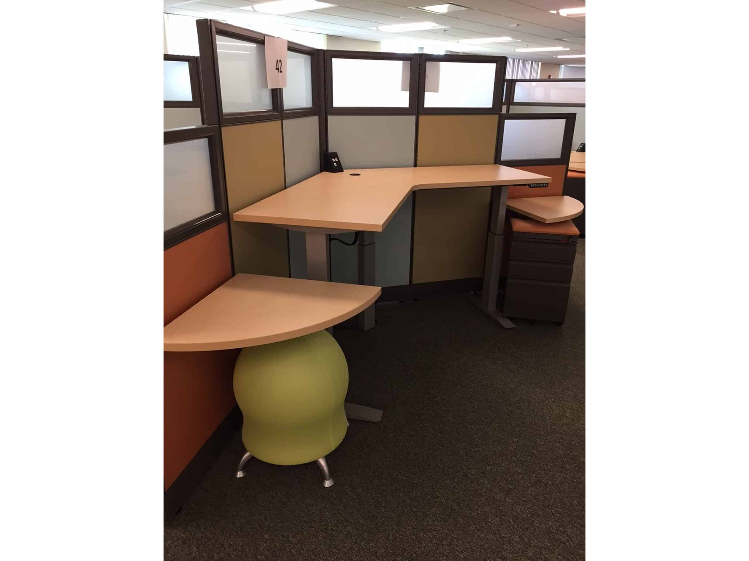 open cubicle, height-adjustable workstation